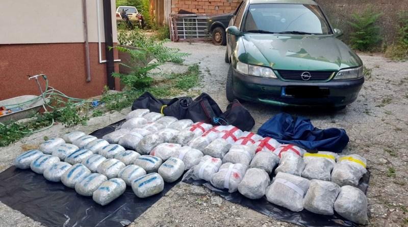 Запленета дрога вредна околу 150.000 евра, пресечен меѓународен канал, приведени пет лица