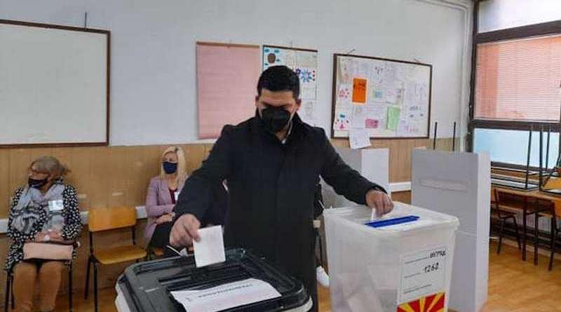 Кирил Пецаков го оствари своето гласачко право