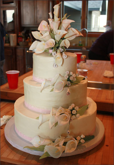 wedding cake with lilies and roses calla wedding cake 2blue dogs 26922