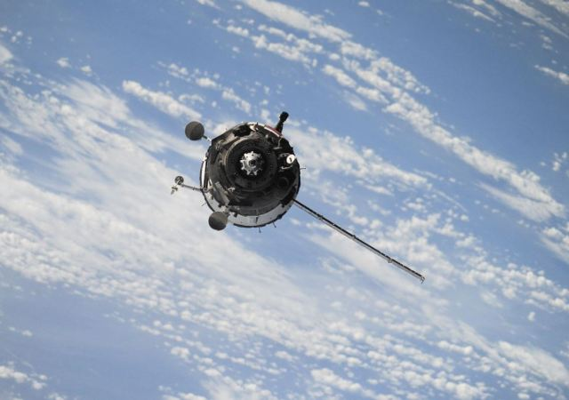 AWS Plans to Reduce Cost of Data Retrieval With New Satellite Connection Service