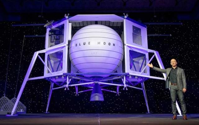 Blue Origin CEO Jeff Bezos unveils the company's Blue Moon lunar lander. Blue Origin hopes to help put Americans on the Moon by 2024. (Image: Blue Origin)