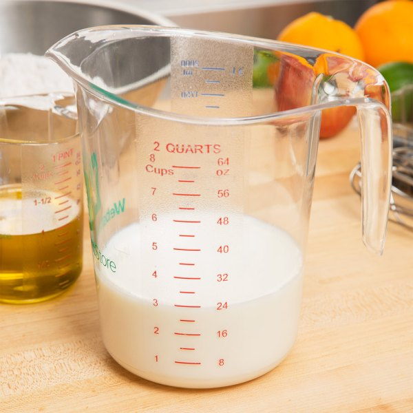 Webstaurantstore 2 Qt. Clear Polycarbonate Measuring Cup