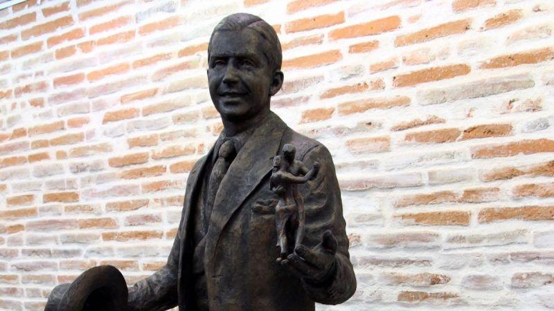 carlos-gardel-statue-2