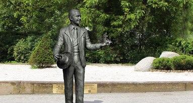 carlos-gardel-statue