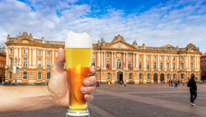 toulouse-place-capitole-copyright-adobe-fred34560+biere-pngwing