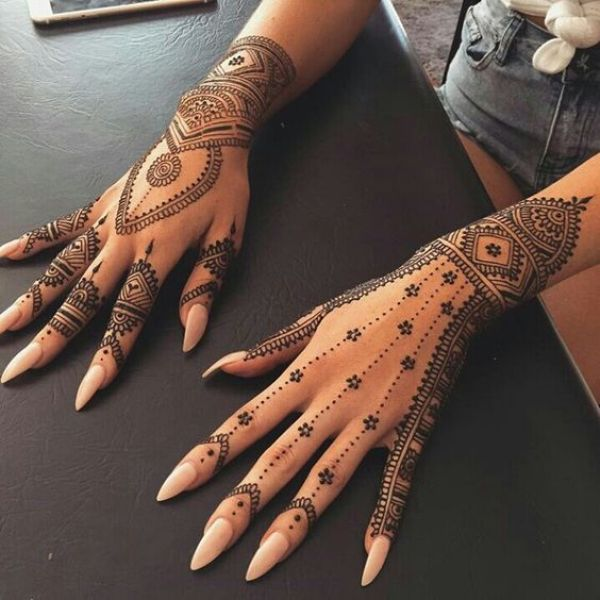 12.Simple dots and lines back henna design