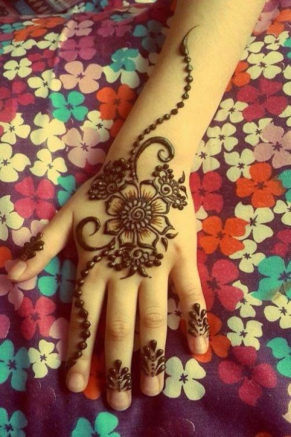 9.Flowers and dots back henna design