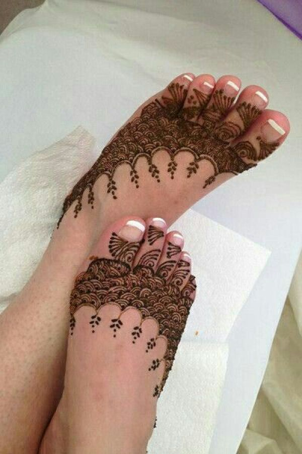 10.Curves and Dots Henna for leg