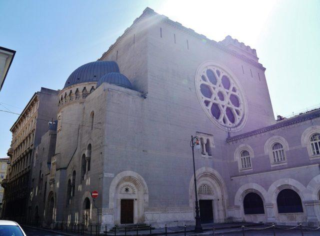 extérieur de la synagogue en Italie
