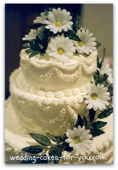 Daisy Wedding Cakes With Butter Cream Frosting