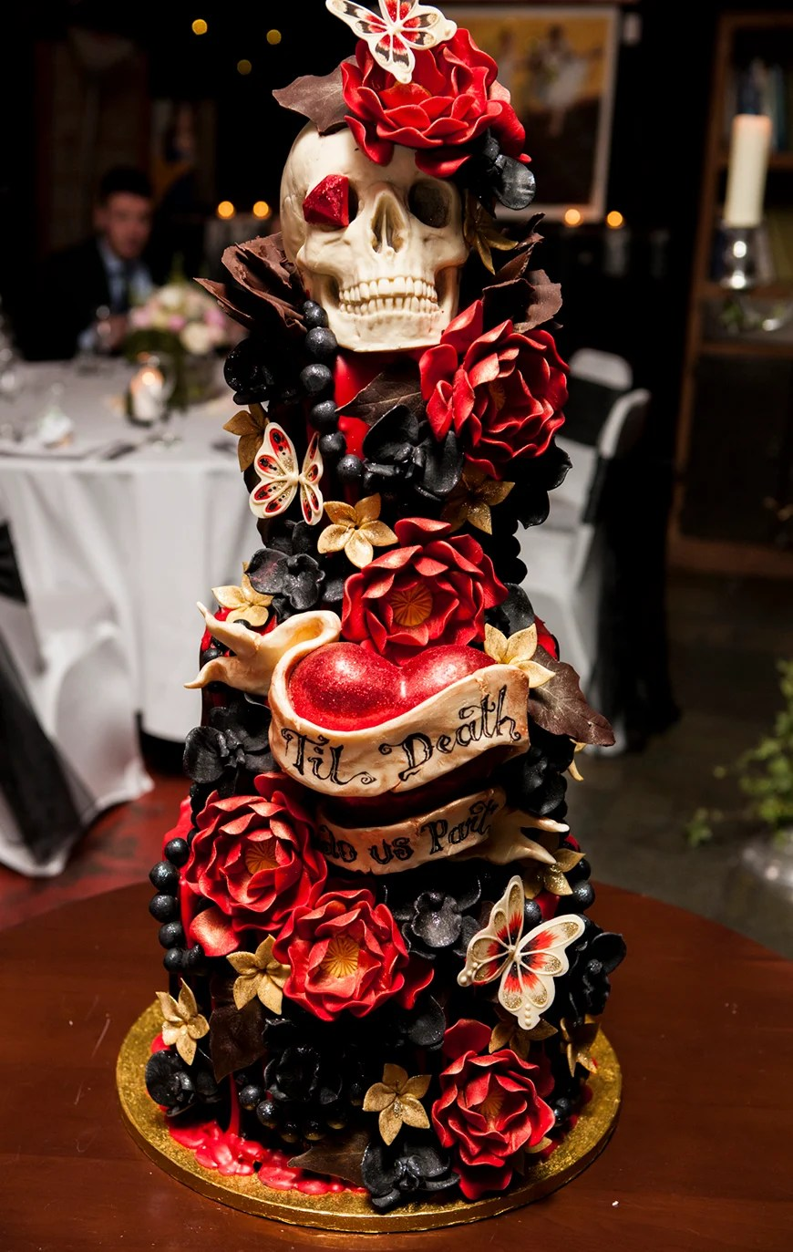 23 Halloween Wedding Cakes  CHWV