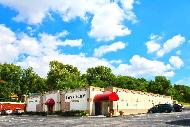 Town Amp Country Ballroom For Weddings In Maryland Coupons Deals Reviews Wedding411 On Demand