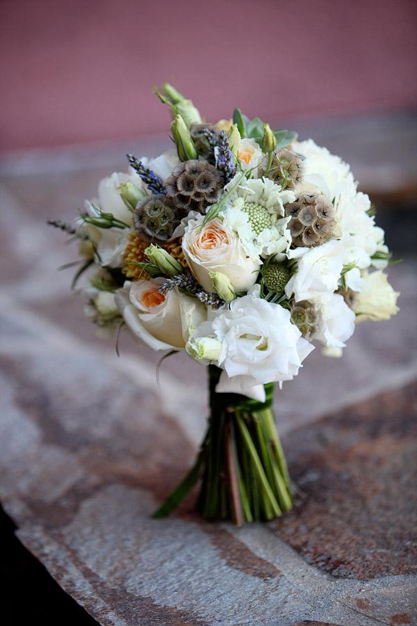 accentplantsforwhimsicalweddingbouquetscabiosapods  WeddingElation