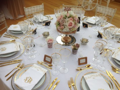 luxury table ball of flowers
