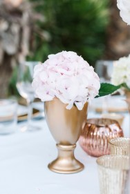 Center table flowers with gold in Ibiza