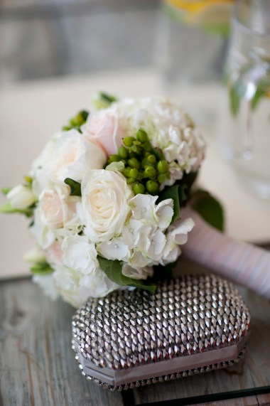 bridalbouquet-with-bits-of-green
