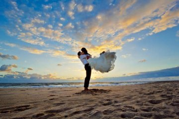 should you register for gifts if you're having a destination wedding? weddingfor1000.com
