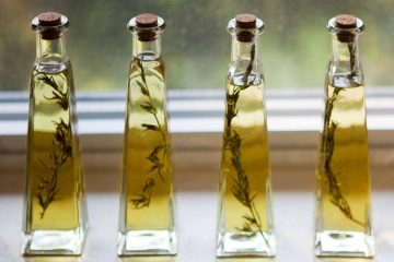 Infused Olive Oil For DIY Guest Favors - weddingfor1000.com