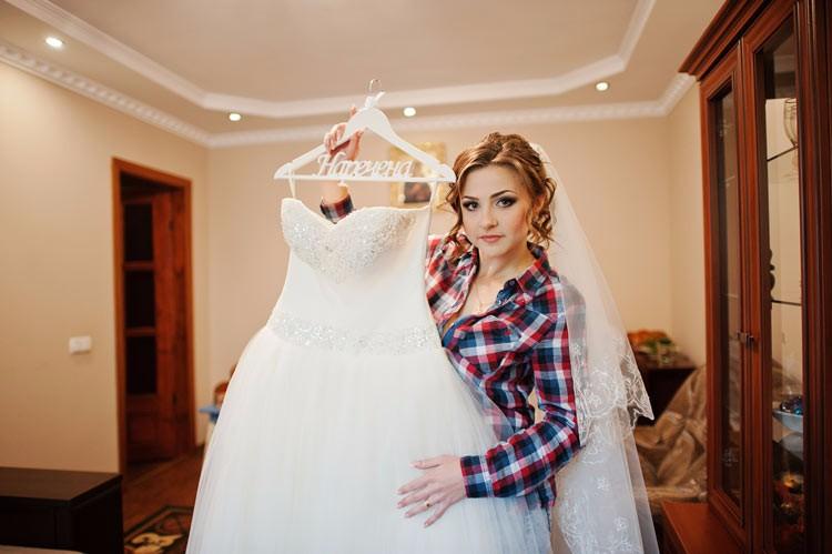 Savvy Bride Guide: Find a Wedding Dress on a Budget - weddingfor1000.com
