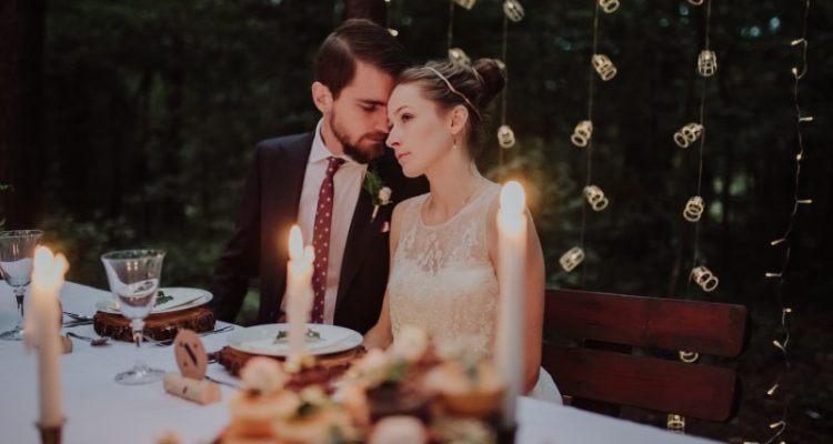 Wedding for $1000 - Is It Possible To MAKE Money From Your Wedding?