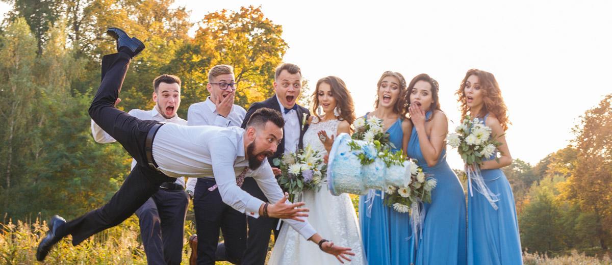 21 Unexpected Awkward Wedding Photos  Wedding Forward