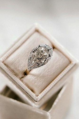 round engagement rings diamond white gold