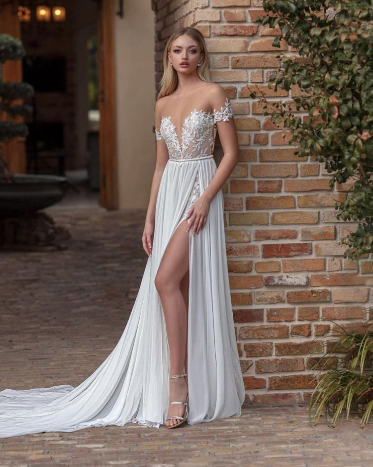 váy cưới lệch vai một đường ren hàng đầu sexy bãi biển julievinobridal