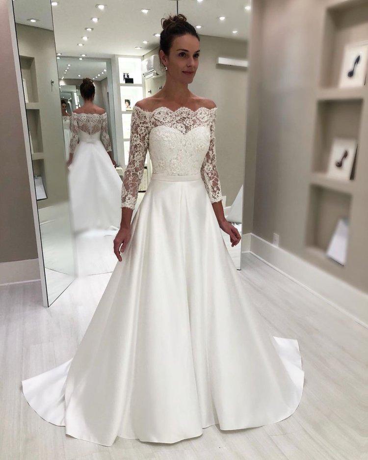 váy cưới lệch vai một đường với tay áo dài ren isabella ảo ảnh
