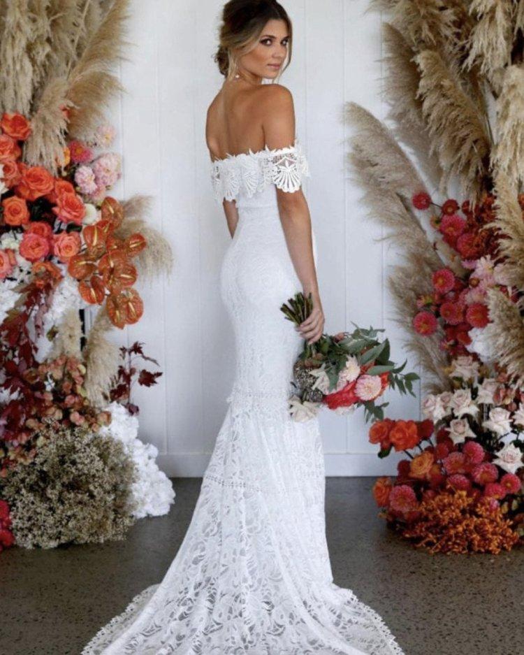 váy cưới lệch vai áo quây cổ ren duyên dáng yêu ren