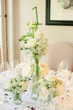 21 ways to decorate your wedding venue with flowers © kerriemitchell.co.uk