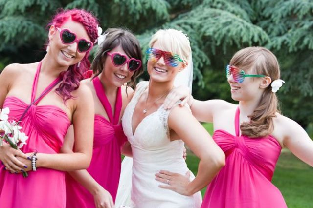 21-fun-wedding-photo-ideas-for-you-and-your-bridesmaids-binkynixon.co.uk