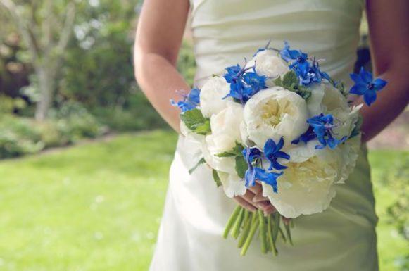 50 dos melhores buquês de casamento para noivas e empregadas domésticas © hollydeacondesign.com