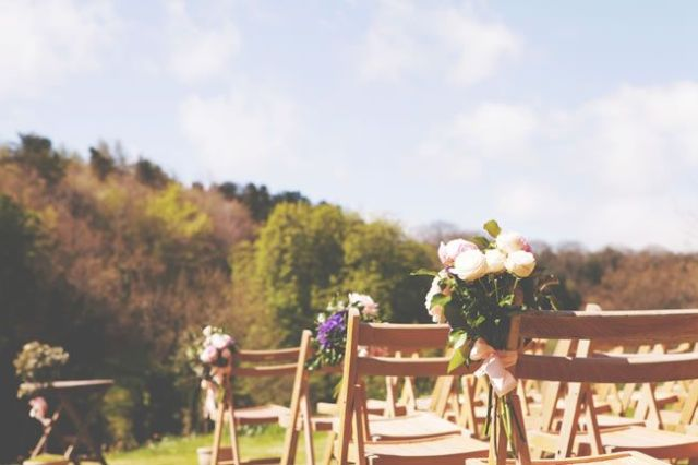 Stephanie and Tom's beautiful outdoor wedding © rachelhudson.co.uk