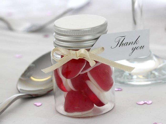 jam-jars-sweets-wedding-favors