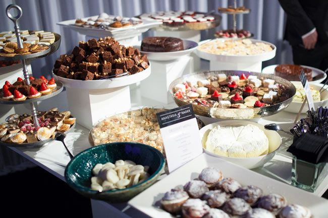 "ways-to-make-an-impact-DessertSharing ""width ="" 650 ""top ="" 433 ""srcset ="" https://www.weddingideasmag.com/wp-content/uploads/2014/11/ways-to-make -an-impact-DessertSharing.jpg 650w, https://www.weddingideasmag.com/wp-content/uploads/2014/11/ways-to-make-an-impact-DessertSharing-300x199.jpg 300w ""sizes ="" (max-width: 650px) 100vw, 650px ""/></p data-recalc-dims="