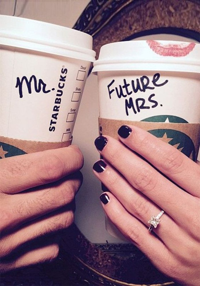"Hey proposed! And all you want to do is scream it from the rooftops! Get creative with these 15 ideas for the most instagrammable engagement announcement! ""width ="" 650 ""height ="" 929 ""srcset ="" https://i0.wp.com/www.weddingideasmag.com/wp-content/uploads/2017/06/700-1000-starbucks.jpg?w=696&ssl=1 700w, https: //www.weddingideasmag .com / wp-content / uploads / 2017/06 / 700-1000-starbucks-210x300.jpg 210w, https://www.weddingideasmag.com/wp-content/uploads/2017/06/700-1000-starbucks- 560x800.jpg 560w, https://www.weddingideasmag.com/wp-content/uploads/2017/06/700-1000-starbucks-300x429.jpg 300w, https://www.weddingideasmag.com/wp-content/ uploads / 2017/06 / 700-1000-starbucks-63x90.jpg 63w, https://www.weddingideasmag.com/wp-content/uploads/2017/06/700-1000-starbucks-105x150.jpg 105w ""sizes = ""(max-width: 650px) 100vw, 650px"