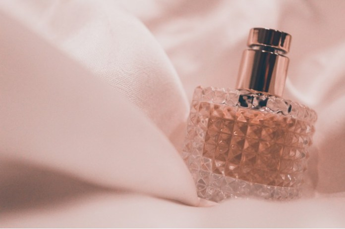 "top-wedding-day-perfumes-worn-by-real-brides ""width ="" 800 ""top ="" 533 ""srcset ="" https://www.weddingideasmag.com/wp-content/uploads/2017/06/prime -wedding-day-perfumes-worn-by-real-brides.jpg 800w, https://www.weddingideasmag.com/wp-content/uploads/2017/06/top-wedding-day-perfumes-worn-by- real-brides-300x200.jpg 300w, https://www.weddingideasmag.com/wp-content/uploads/2017/06/top-wedding-day-perfumes-worn-by-real-brides-650x433.jpg 650w, https://www.weddingideasmag.com/wp-content/uploads/2017/06/top-wedding-day-perfumes-worn-by-real-brides-768x512.jpg 768w ""sizes ="" (max-width: 800px ) 100vw, 800px ""/></p data-recalc-dims="