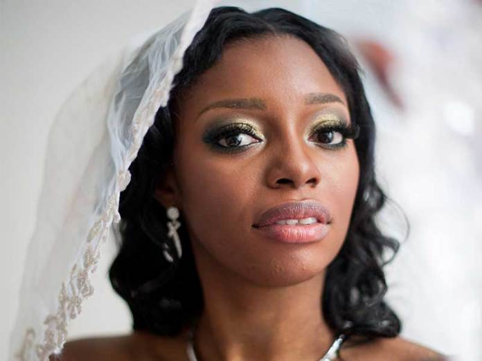 Gold eye makeup on dark skin tones for Winter Makeup Colors To Suit Your Skin Tone