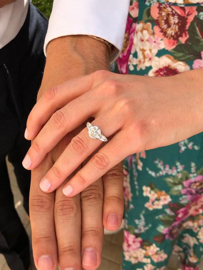 "Princess Beatrice Engagement Ring ""width ="" 1000 ""top ="" 1333 ""srcset ="" https://i0.wp.com/www.weddingideasmag.com/wp-content/uploads/2019/09/Princess-Beatrice-Engagement-Ring.jpg?w=696&ssl=1 1000w, https://www.weddingideasmag.com/wp-content/uploads/2019/09/Princess-Beatrice-Engagement-Ring-225x300.jpg 225w, https://www.weddingideasmag.com/wp-content/uploads /2019/09/Princess-Beatrice-Engagement-Ring-768x1024.jpg 768w, https://www.weddingideasmag.com/wp-content/uploads/2019/09/Princess-Beatrice-Engagement-Ring-600x800.jpg 600w ""sizes ="" (max-width: 1000px) 100vw, 1000px ""/> <figcaption id="