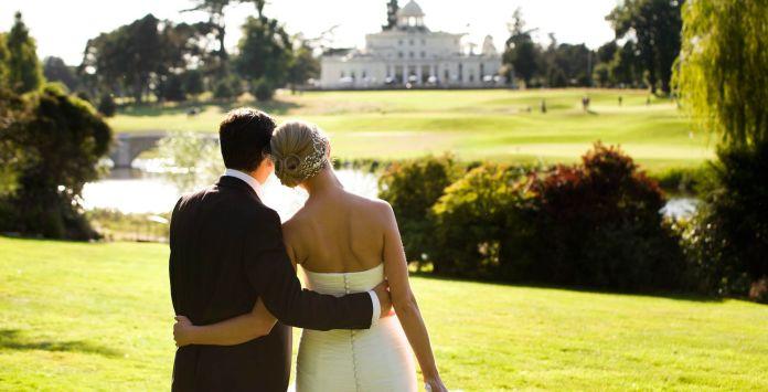 "weddings-stoke-park ""width ="" 1920 ""top ="" 980 ""srcset ="" https://i0.wp.com/www.weddingideasmag.com/wp-content/uploads/2020/01/weddings-stoke-park.jpg?w=696&ssl=1 1920w, https: //www.weddingideasmag.com/wp-content/uploads/2020/01/weddings-stoke-park-300x153.jpg 300w, https://www.weddingideasmag.com/wp-content/uploads/2020/01/weddings -stoke-park-768x392.jpg 768w, https://www.weddingideasmag.com/wp-content/uploads/2020/01/weddings-stoke-park-650x332.jpg 650w ""sizes ="" (max-width: 1920px ) 100vw, 1920px ""/></p data-recalc-dims="