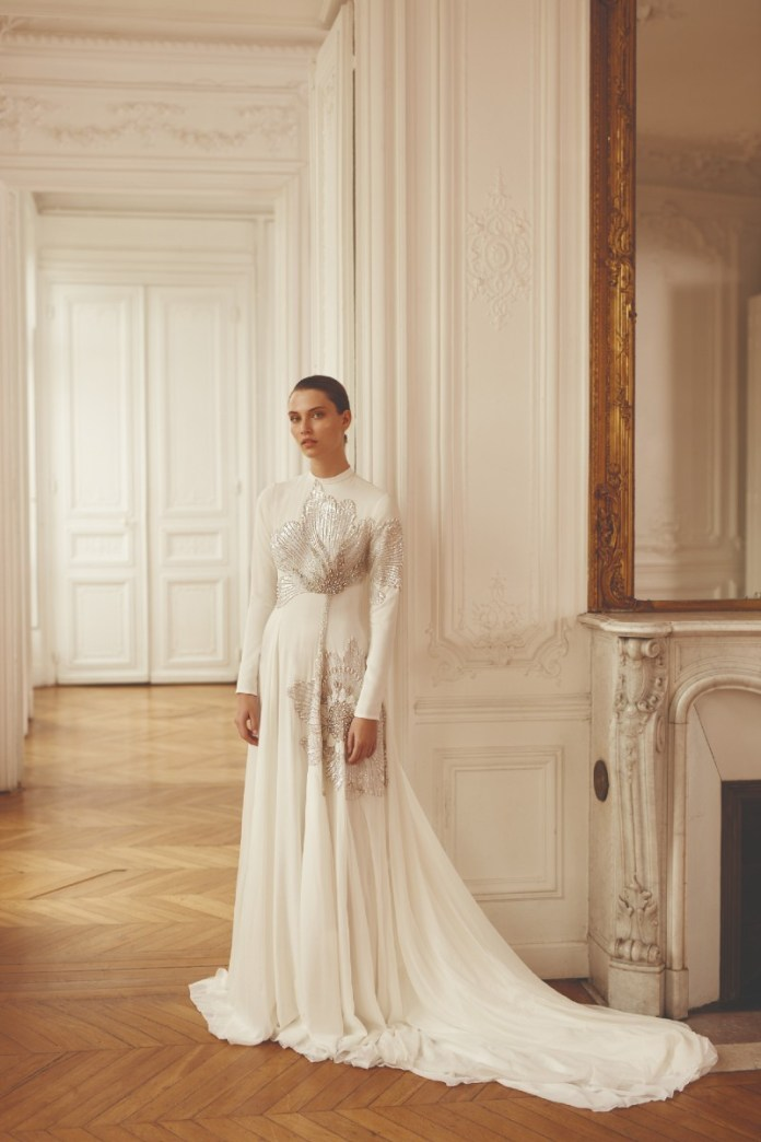 "embellished-high-neck-wedding-dresses ""width ="" 800 ""top ="" 1200 ""srcset ="" https://www.weddingideasmag.com/wp-content/uploads/2020/02/Dana-Harel-embellished-high -neck-wedding-dresses.jpg 800w, https://www.weddingideasmag.com/wp-content/uploads/2020/02/Dana-Harel-embellished-high-neck-wedding-dresses-200x300.jpg 200w, https : //www.weddingideasmag.com/wp-content/uploads/2020/02/Dana-Harel-embellished-high-neck-wedding-dresses-768x1152.jpg 768w, https://www.weddingideasmag.com/wp- content material / uploads / 2020/02 / Dana-Harel-embellished-high-neck-wedding-dresses-533x800.jpg 533w ""sizes ="" (max-width: 800px) 100vw, 800px ""/><figcaption id="