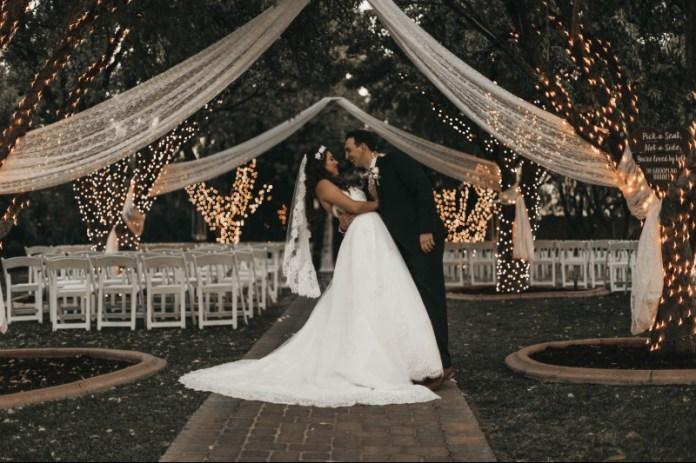 "advice-postpone-your-wedding ""width ="" 800 ""peak ="" 533 ""srcset ="" https://i0.wp.com/www.weddingideasmag.com/wp-content/uploads/2020/03/advice-postpone-your-wedding.jpg?w=696&ssl=1 800w, https://www.weddingideasmag.com/wp-content/uploads/2020/03/advice-postpone-your-wedding-300x200.jpg 300w, https://www.weddingideasmag.com/wp-content/uploads /2020/03/advice-postpone-your-wedding-650x433.jpg 650w, https://www.weddingideasmag.com/wp-content/uploads/2020/03/advice-postpone-your-wedding-768x512.jpg 768w ""sizes ="" (max-width: 800px) 100vw, 800px ""/></p data-recalc-dims="