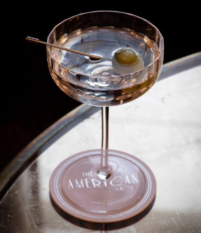 "diy-cocktail-recipe-estate-martini-gleneagles ""width ="" 800 ""top ="" 926 ""srcset ="" https://www.weddingideasmag.com/wp-content/uploads/2020/04/diy-cocktail-recipe -estate-martini-gleneagles.jpg 800w, https://www.weddingideasmag.com/wp-content/uploads/2020/04/diy-cocktail-recipe-estate-martini-gleneagles-259x300.jpg 259w, https: / /www.weddingideasmag.com/wp-content/uploads/2020/04/diy-cocktail-recipe-estate-martini-gleneagles-650x752.jpg 650w, https://www.weddingideasmag.com/wp-content/uploads/ 2020/04 / diy-cocktail-recipe-estate-martini-gleneagles-768x889.jpg 768w ""sizes ="" (max-width: 800px) 100vw, 800px ""/> <figcaption id="
