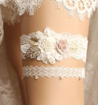20 Fabulous Lace Wedding Garter Ideas That You Cannot Say No!