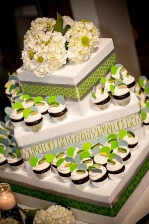 displaying wedding cake