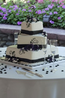 best budget tips for wedding cakes