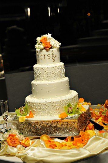 Wedding Cake, photo by Carly Daniel photography, WeddingLDS.info