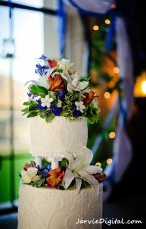 How to display wedding cake tiers