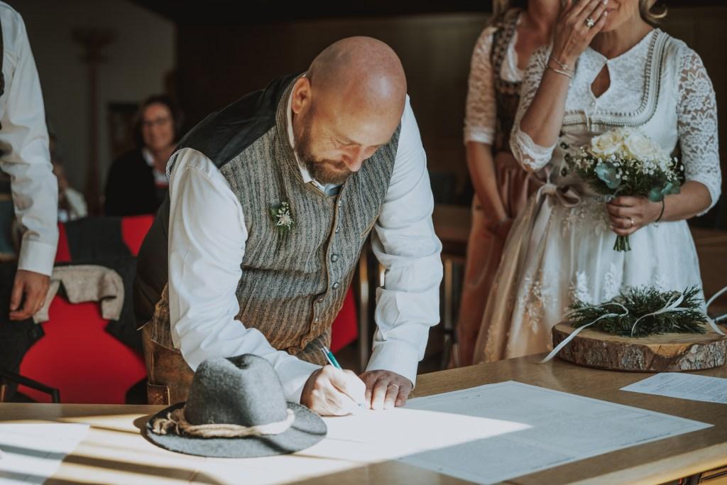 Standesamt Papiere Für Hochzeit Unterschreiben