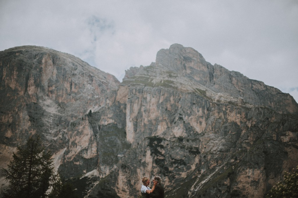 couple in the dolomites kissing wedding alta badia